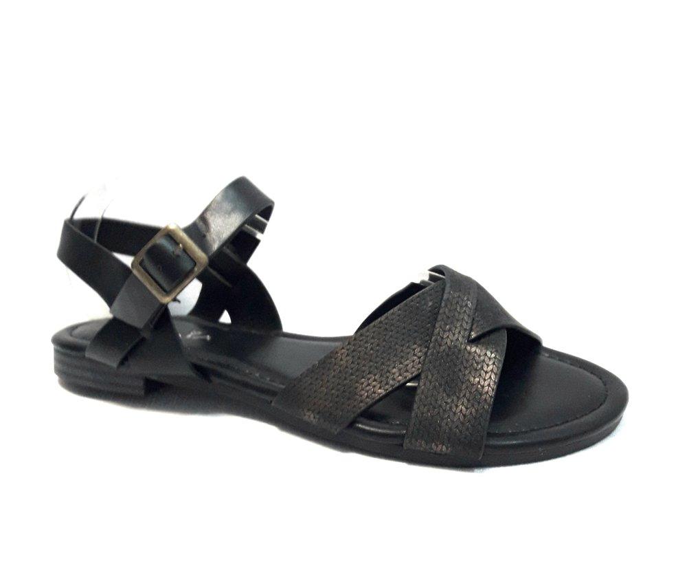 Кожени дамски сандали в черно.