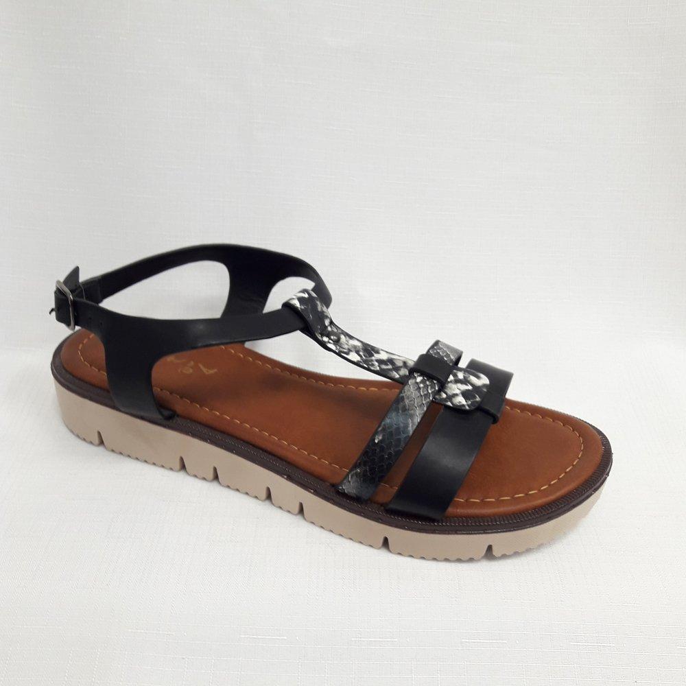 Черни дамски сандали от естествена кожа.