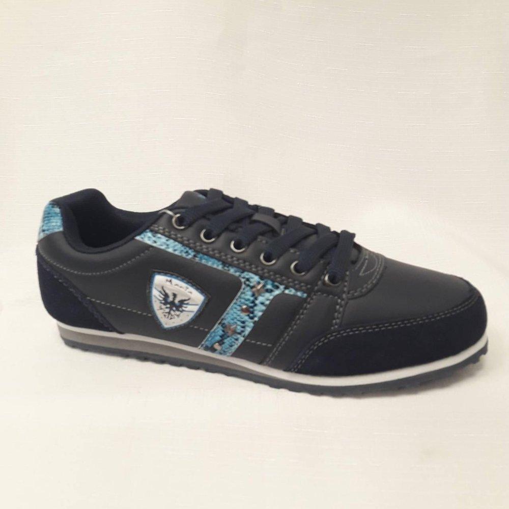 Тъмно сини дамски маратонки.