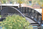 изработка на дървен парапет за мост