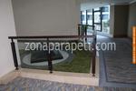 дървени парапети със стъклена преграда по поръчка