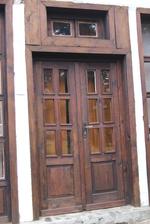 производство на дървена врата по поръчка
