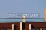 балконски парапети от инокс и синьо стъкло