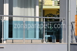 парапет за балкон от инокс и синьо стъкло